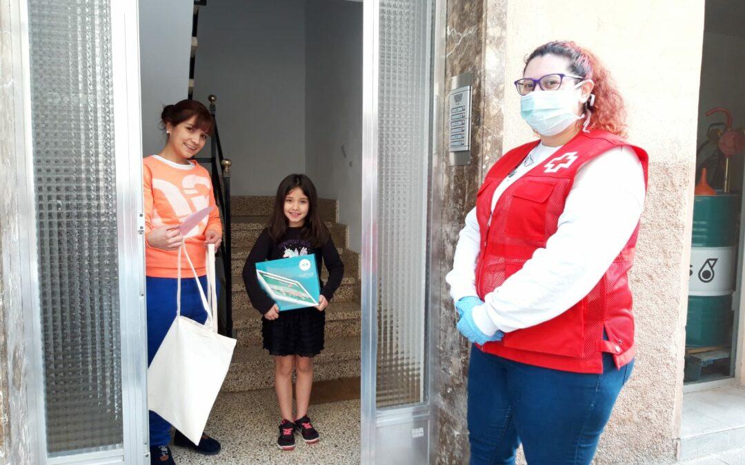 La Fundación Sa Nostra dona 2.000 bolsas de algodón reutilizables y 19 tablets a la Cruz Roja de Baleares